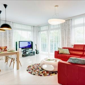 Pokój w kolorze: jasny salon z pomysłem