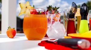 Lato to idealny czas na wypróbowanie rozmaitych koktajli, nierzadko zaskakujących owocowych, a również warzywnych połączeń.