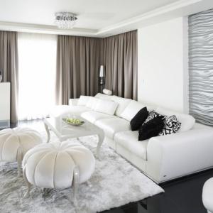 W salonie postawiono na nowoczesność, elegancję i luksus. Projekt: Katarzyna Uszok, Fot. Bartosz Jarosz.