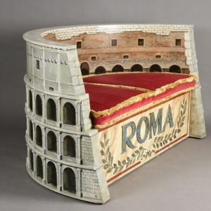 Fotel w kształcie rzymskiego Kolosseum. Projekt i zdjęcia: Fot. Tappezzeria Rocchetti.