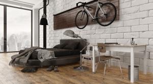 Podłogi w kolorze bursztyny to jeden z najnowszych trendów w aranżacji wnętrz. Nic dziwnego, bo kolor ten budzi przyjemne skojarzenia i nadaje pomieszczeniom przytulny wygląd.