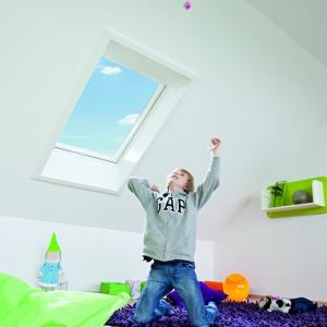 Okna dachowe w pokoju dziecka. Fot. Roto Okna Dachowe