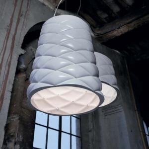 Ceramiczne lampy Memory marki Karman nawiązujące do tapicerowanych, pikowanych mebli. Fot. Heban