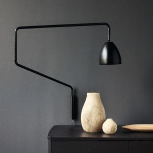 Lampa Stretch Arm - projekt dla marki Bolia. Fot. archiwum Henrika Pedersena.