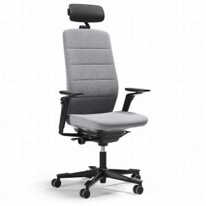 Capella to nowy rodzaj fotela obrotowego, który zaprojektowano w taki sposób, by w trakcie siedzenia zachęcał do poruszania się. Fot. Kinnarps.