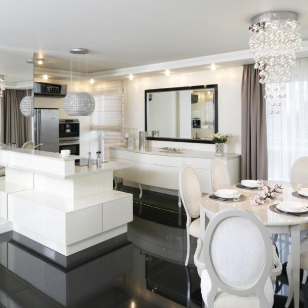 Czarno-biała kuchnia w stylu glamour