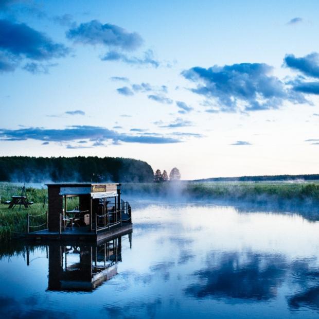 Dobrze Mieszkaj na wakacjach: Biebrza - rzeka, która naprawdę wciąga