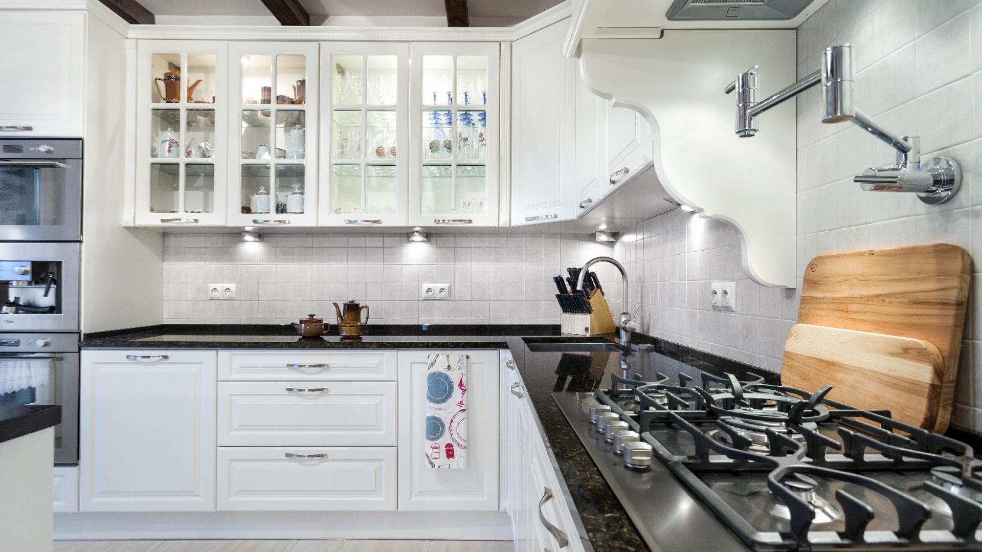 Przykład kuchni rustykalnej - projekt Studio A&K Max Kuchnie