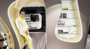 Ma na koncie ponad 3 tys. projektów, 300 nagród i prace w 40 krajach. Ogłosił panowanie różu na długo przed wybraniem tego koloru hitem 2016 przez Pantone. Projektował już wszystko – od włazu do nowojorskiej studzienki, przez stację metra w N