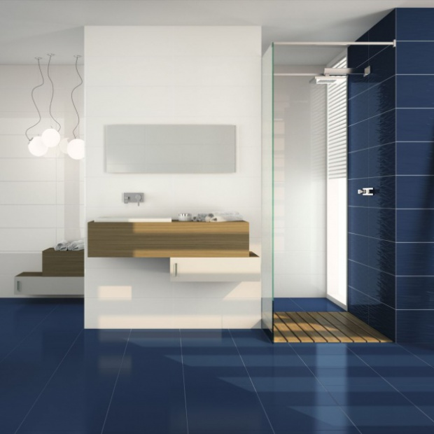 Zobacz jak ożywić łazienkę: niebieskie płytki ceramiczne