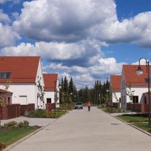 Osiedle to próba wybudowania bardzo nowoczesnych domów, w spójnym układzie urbanistycznym, bezpośrednio nawiązujących do pięknej tradycji śląskiego budownictwa murowanego. Fot. Spółka Śląski Dom