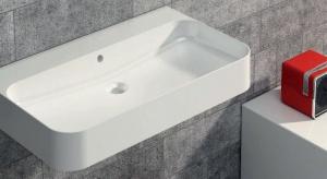 Mała łazienka to duże ograniczenia. Na szczupłości miejsca w łazience zwykle najbardziej cierpią meble, bo racjonalnie wolimy zrezygnować z dodatkowej szafki niż mieć np. mniejszą wannę. Są jednak rozwiązania, by w małej łazience meble by�