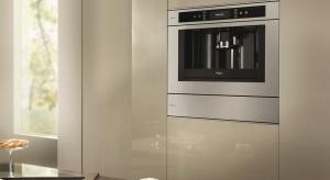 Coraz więcej osób decyduje się na mieszkanie w pojedynkę. Ciekawym wyzwaniem dla projektantów wnętrz jest zaprojektowanie kuchni, która będzie w pełni odpowiadała potrzebom singla.