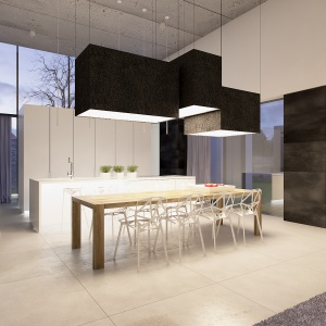 Jadalnia jest pełna światła, głównie dzięki dużym przeszkleniom. Biel mebli i jasne płytki podłogowe w dużym formacie dodatkowo potęgują wrażenia przestronności.