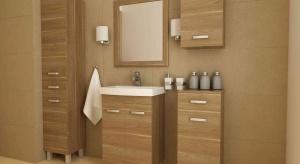 Zestawienie kontrastujących kolorów to jedno z najprostszych rozwiązań gwarantujących uzyskanie oryginalnej aranżacji łazienki. Biała ceramika będzie doskonale komponować się z ciemnym dekorem drewna.