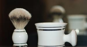 Designerski zestaw do golenia, dzięki pięknemu, drobiazgowemu wykończeniu idealnie nada się na prezent dla mężczyzny.