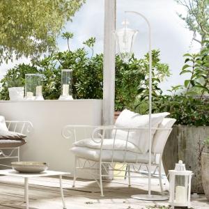 Fotel z kolekcji BAHAMAS, z giętego metalu, wyściełany wygodnymi poduchami, które gwarantują relaks i pełen wypoczynek. Od 4.200 zł. Fot.Cantori