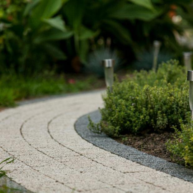 Ścieżki w ogrodzie. Zobacz jak je prawidłowo wykonać