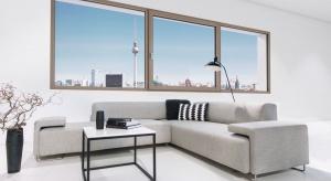 Wytrzymałość drewna nie ma sobie równych. Właśnie dlatego INTERNORM, austriacki producent najwyższej jakości okien i drzwi, opracował innowacyjną technologię produkcji okien drewniano-aluminiowych.