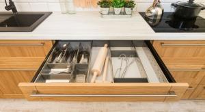 Porządek i dobra organizacja w kuchni to podstawa! Gdy wszystko ma swoje miejsce, łatwiej utrzymać czystości i ład.