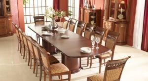 Na pewno funkcjonalny i piękny, zdolny pomieścić wszystkich zaproszonych. Wraz z elegancką porcelanową zastawą i szkłem powinien stanowić godną oprawę uroczystego spotkania, podkreślać prestiż przyjęcia i wyrażać szacunek gospodarzy dla go