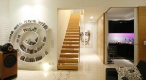 Drewniane, metalowe, szklane, jedno- czy dwubiegowe, wyeksponowane w salonie, czy zlokalizowane w dyskretnej klatce schodowej? Takie pytania stają przed nami podczas wyboru schodów.