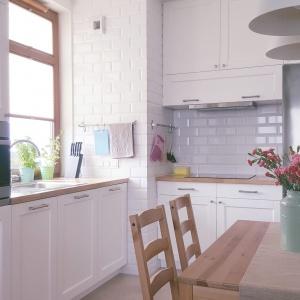Nowoczesna kuchnia w mieszkaniu na obrzeżach Warszawy