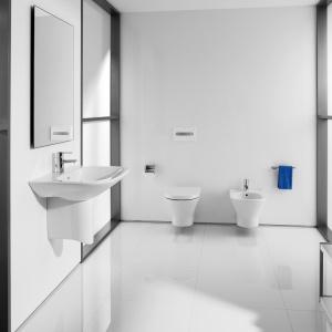 Miska WC z serii NEXO z technologią Rimless, która w trakcie spłukiwania woda rozprowadza wodę w kilku kierunkach, dokładne obmywają misę przy użyciu jedynie 4 lub 2 litrów wody. 639,60 zł. Fot. Roca