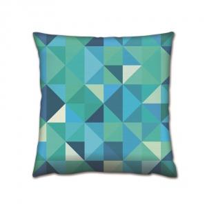 Pastelowe kolory i geometryczne wzory w charakterystyczne trójkąty zdobią poduszkę GEOMETRIX NO 3. cena: 79 zł. Fot. Bonami
