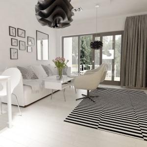 Biel i czerń to barwy, które dominują w strefie dziennej. Projekt: arch. Maja Klimowicz, Fot. Archeco Dom dla Ciebie