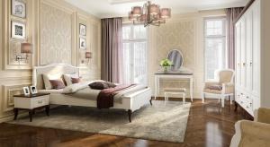 W białej sypialni jest cicho i przytulnie. Różne odcienie bieli, beżu, wanilii i lawendy harmonizują z dębowym parkietem czy frontami mebli z litego drewna. Jasne wnętrza mają w sobie coś pozytywnego.
