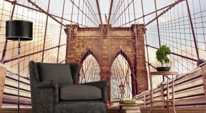 Styl nowojorski łączy klasyczne inspiracje z nowoczesnymi trendami. Charakteryzuje się zestawianiem ze sobą elementów kolonialnych, industrialnych, retro czy art deco.