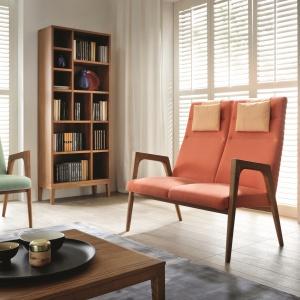 Lekka forma fotela NANO podkreśla jego oryginalny design oraz niebanalną kolorystykę. W kolekcji dostępna także sofka. Fot. Unimebel