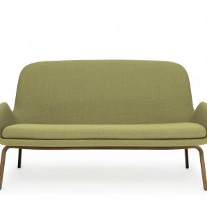 Zachęcająca do odpoczynku sofa ERA łączy klasyczną osobowość z nowoczesną formą. Fot. Normann Copenhagen