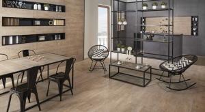 Płytki jak drewno doskonale imitują klasyczną deskę podłogową, doskonale sprawdzą się także jako dekoracja ścian. Zobaczcie propozycjejak jewykorzystać we wnętrzu.