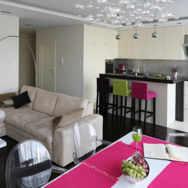 5 pomysłów na imprezową kuchnię z salonem