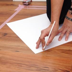Ania Drozd i Beata Łańcuchowska zdecydowały się na odważny krok – na podłodze postanowiły namalować obszerny wzór na kształt ozdobnego dywanu o wymiarach 250 x 250 cm. Fot. blog Pani to potrafi
