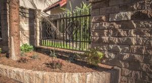 Ogrodzenie to nieodłączny element wykończenia większości posesji.Musi więcprezentować się nienagannie i pasować do stylu domu.