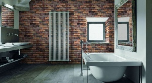 Szukając materiału na ścianę w łazience warto sięgnąć po cegłę. Jej obecność - w zależności od koloru i dobranych dodatków - może stworzyć w łazience klimat pofabrycznego loftu lub nadać pomieszczeniu rustykalny urok.