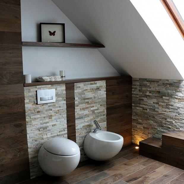 Łazienka w drewnie i kamieniu