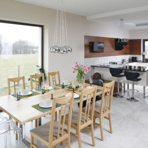 Salon z kuchnią i jadalnią. 30 pięknych wnętrz