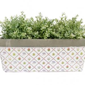 Skrzynka PLANTY sprawdzi się doskonale na parapecie, tarasie i werandzie. Ozdobiona subtelnym kwiatowym wzorem. 79 zł. Fot. Westwing