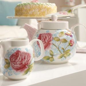 Kolekcji porcelanowej zastawy do herbaty COTTAGE ROSE zdobionej wdzięcznym różanym ornamentem. Fot. Villeroy&Boch