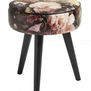 Tapicerowany materiałem ze stylowym nadrukiem w róże stołek FLOWER będzie niebanalną ozdobą kobiecej sypialni. 579 zł. Fot. Nordal