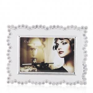 Ramka na zdjęcie RETORO w stylu glamour przyciąga uwagę błyszczącymi aplikacjami. 59 zł. Fot. Home&You