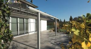 Kostki brukowe oraz tarasowe płyty betonowe to materiały trwałe i łatwe do utrzymania w czystości. Nieustannie podlegają one jednak oddziaływaniu niesprzyjających warunków pogodowych, które ze wzmożoną siłą objawiają się szczególnie zimą