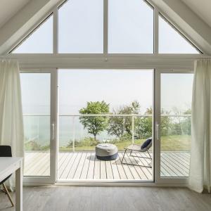 Inspiracją do urządzenia tego mieszkania stała się malownicza panorama nadbałtyckiej plaży. Fot. FOTO&MOHITO
