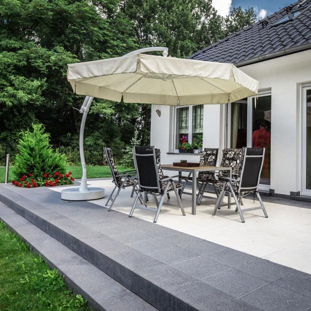 Piękny ogród - zadbaj o ścieżki ogrodowe i tarasy