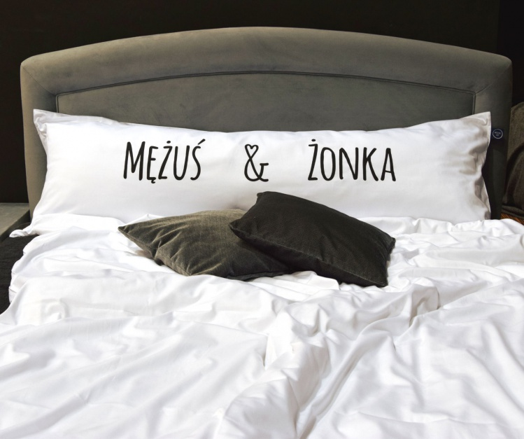 Poduszka One Pillow Mężuś Żonka.  Fot. Mr&Mrs Sleep