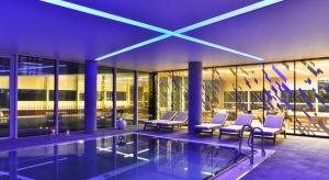 Złota 44, wieżowiec zaprojektowanyprzez architekta Daniela Libeskinda,zyskałnajwiększą prywatną przestrzeń sportowo-rekreacyjną w Europie Środkowej.